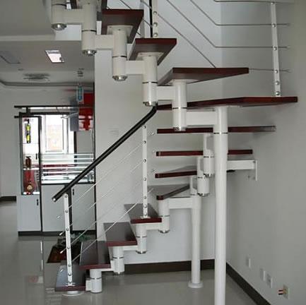 钢木楼梯厂家扶手最好做成圆弧形