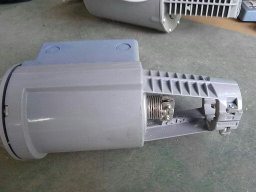 订货说明 订货时请说明数量、品名及型号。 例如: 一台执行器,型号SKD60以及一台电位计,型号ASZ7.31 弹簧复位功能 SKD32.51、SKD32.21、SKD82.51U 和SKD62 执行器有弹簧复位功能,断电时可借助开启另一个旁通阀使弹簧复位。弹簧复位使执行器回到0%行程位置,关闭阀门,符合DIN 32730 的安全要求。 SKD62,SKD60 Y 控制信号DC 010 V 和 / 或DC 420 mA,01000  阀门由端子Y 控制或由端子Z 优先控制。控制信号Y 依靠上