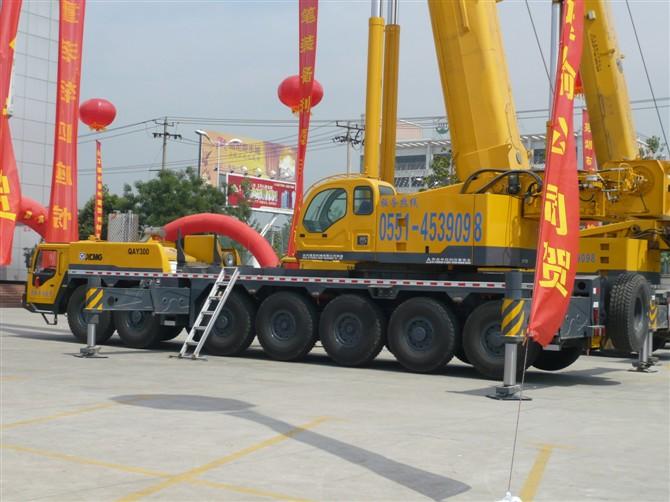 全液压型油,电两用6吨吊车租赁图片