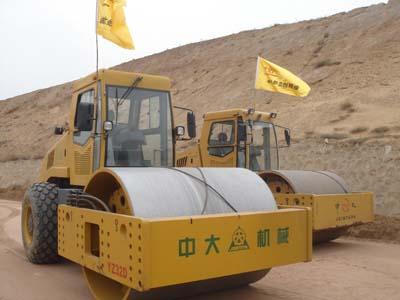 高填方路基施工专用32吨大压路机租赁价格