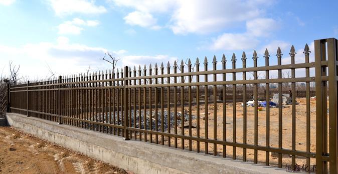 烟台宏兴防护栏工程公司成立于2005年,是一家集研发,生产,销售,安装隐形防护(盗)网,防盗门窗及中高档栅栏工程的法人企业,是国家星火计划重点推广单位,产品大部份用于工程建筑配套,是建筑企业理想合作伙伴。阳台护栏,空调护栏,围墙护栏,草坪护栏,飘窗护栏,发光楼梯扶手等,特殊的材质,特殊的加工工艺是中高档栅栏家族的佼佼者。