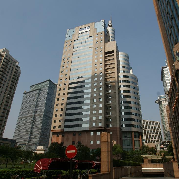 东方国际科技大厦写字楼位于上海市浦东新区向城路58号。靠近东方路,地处竹园商贸区核心位置,周边写字楼云集,交通方便,浦电路地铁站4号线5分钟路程,东方路上有几十部公交车经过,东方国际科技大厦地处陆家嘴竹园商贸区,东方国际科技大厦写字楼总高26层,其中1至4层位裙房,5楼以上为纯办公楼,写字楼总建筑面积达2.