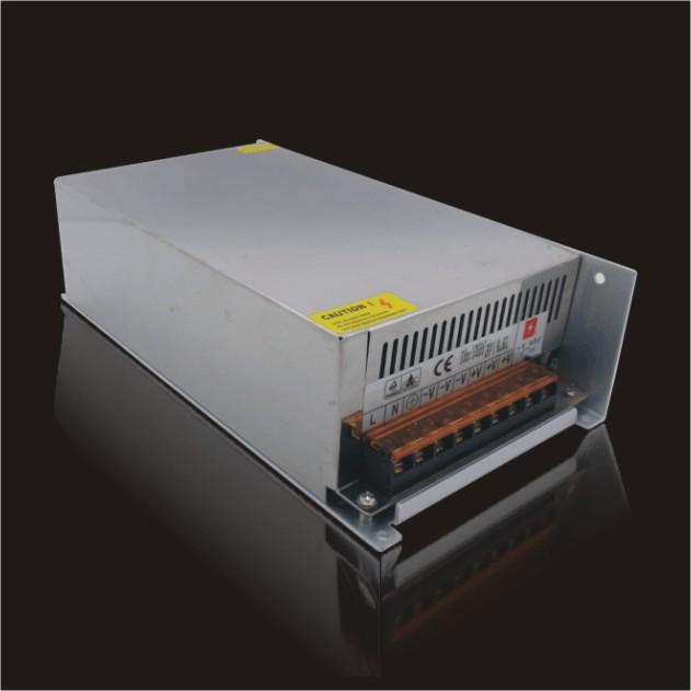 12V、800W室内LED电源详细介绍: 【型 号】:S-800-12 【输入电压】:170-260V 【输入频率】:47-63HZ 【输出电压】:12V 【输出电流】:66.7A 【输出功率】:800W 【尺寸规格】:长241*宽124*高64mm 【重 量】:1340克 【保护功能】:1.过压保护 2.过流保护 3.短路保护 【工作环境】:-10C-- +50C 20%-90%(无结霜) 【储存温度】:-20C-- +80C 20%-90%(无结霜) 惟有精益求精,方可驰骋市场! 深圳精驰科技常