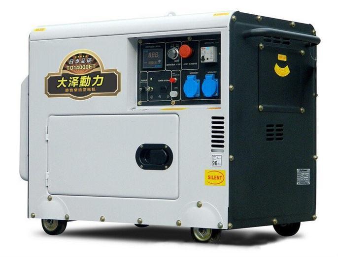 静音10KW柴油发电机 静音10KW柴油发动机组广泛应用于邮电通讯、宾馆大厦、娱乐场所、医院、商场、工矿企业等对环境噪声要求严格的场所,作为常用或备用电源。静音箱上有独立输出开关盒,便于电缆的接驳,特别适合于工程施工,租赁。 型 号: TO14000ET 频 率: 50HZ 额定功率: 10KW 最大输出: 11KW 额定电压: 220/380V 额定电流: 37A 额定转速: 3000/3600(r/min) 相 数: 单相/三相 绝缘等级: F 噪音水平: 60分贝 启动方式: 电启动 净 重: 23