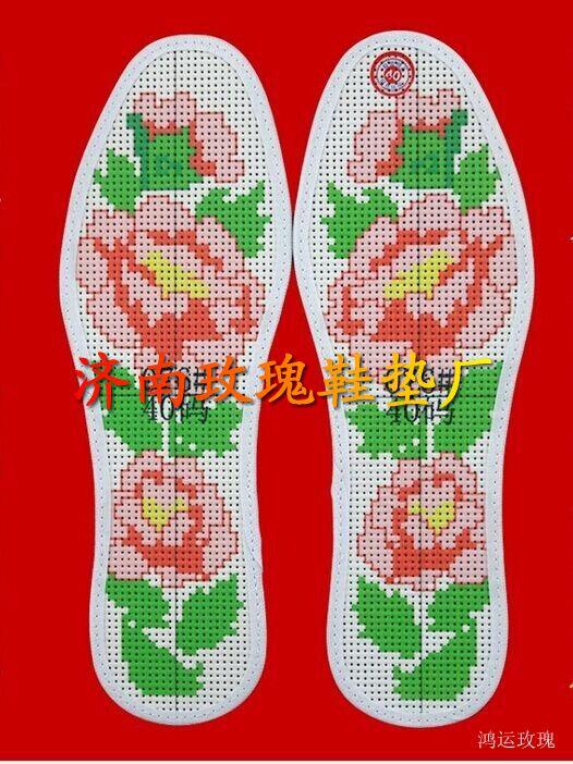 我厂生产的最新十字绣鞋垫,我们在鞋垫的做工上添加了孔,而且孔的个数和比例都是经过严格计算的,所以对经常刺绣的女性来说,可以节省1倍以上的时间。最新十字绣鞋垫上的图案针脚突起,对脚底的穴位有很好的按摩作用,长期使用有很好的保健功效。可QQ联系2850520316或电话13285412579,期待与您的合作!
