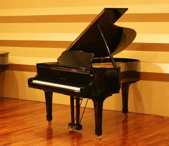 重庆雅马哈三角钢琴雅马哈二手钢琴转让进口二手钢琴