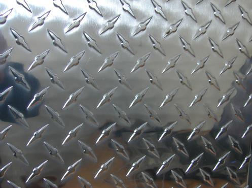 花纹板表面带有花纹的钢板称为花纹板