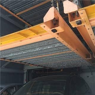 是以钢材制作为主的结构,主要由型钢和钢板等制成的钢梁,钢柱,钢桁架