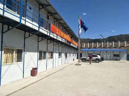 内蒙古焊接式活动房乌海厂家低价供应岩棉复合板彩钢房-天津祈虹彩钢钢构有限责任公司