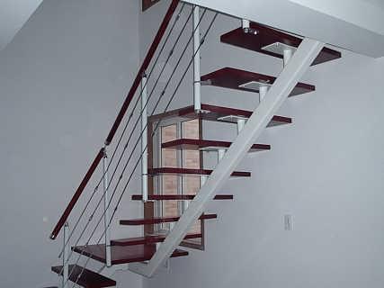 钢木楼梯设计要与实用相结合