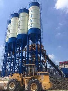 西藏水泥仓工程案例,90双拼西藏搅拌站配套8个水泥仓-仪征市古城机械厂