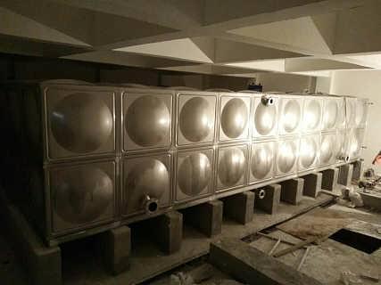 呼和浩特不锈钢焊接水箱|不锈钢水箱生产厂家-盐城联成供水设备有限公司销售部