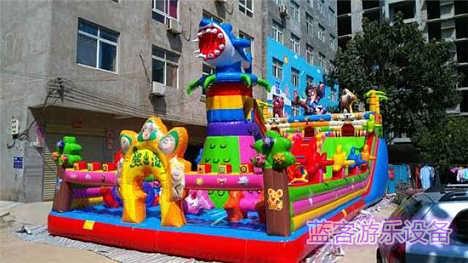 郑州蓝客新款式儿童充气城堡寿命长安全系数高-郑州蓝客游乐设备有限责任公司