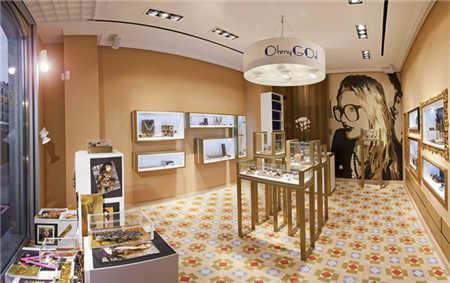深圳凡路装饰公司在2016-2017年在珠宝展柜,化妆品展柜,手表展柜方面