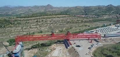韩起太行山高速项目300吨架桥机