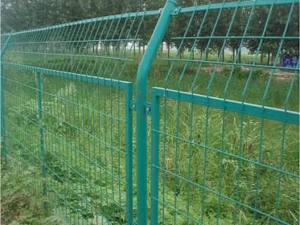 毕节养殖铁丝网规格报价、兴义哪有圈地围栏网厂家