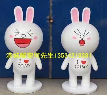 连锁服装店橱窗美陈卡通玻璃钢布朗熊可妮兔雕塑行业资深厂家