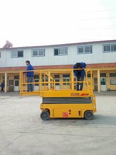 南通自行式升降机 10米12米全自行升降平台价格