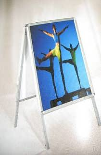 定做开启式提手海报架-郑州钧道广告展示器材有限公司销售