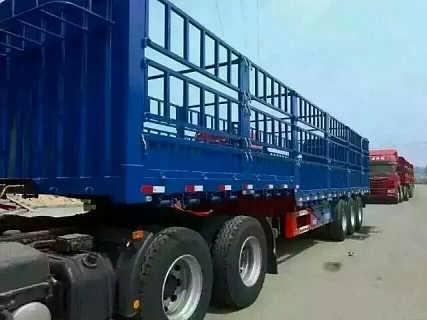 13米轻量化三轴鹅颈式花栏半挂车价格-梁山宝华专用汽车制造有限公司