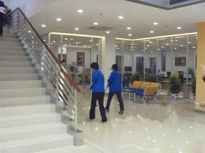天河小新塘写字楼保洁清洁工搞卫生专业扫地阿姨-广州蓝态清洁服务有限公司-