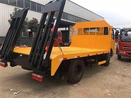 鄂州平板运输车恒生源拉挖机的平板运输车