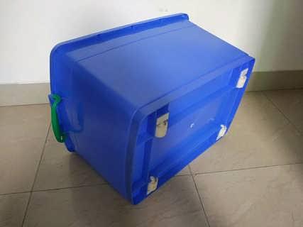 广州乔丰塑料带盖周转箱广州食品箱厂家