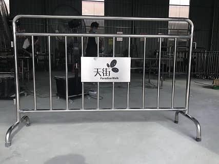 深圳不锈钢铁马_广东不锈钢铁马护栏生产厂家-深圳路易通交通设施有限公司