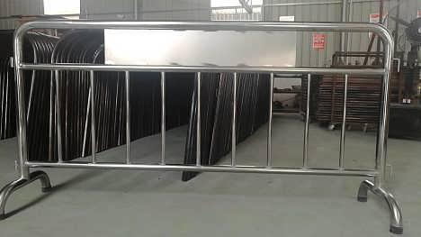 惠州不锈钢铁马施工隔离铁护栏价格-深圳路易通交通设施有限公司