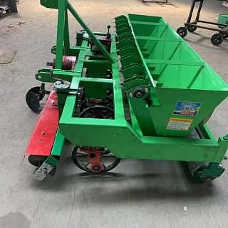 河南农用大蒜播种机 新款大蒜播种机 360度旋转的种蒜机-曲阜市鲁宏机械设备有限公司