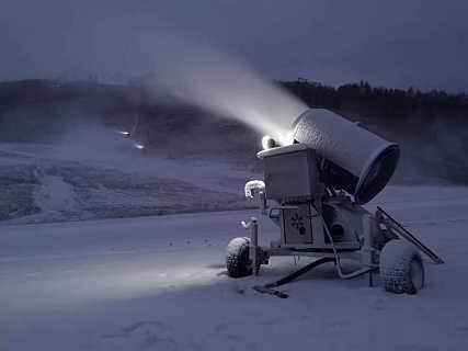 克服低�丨h境制冷�O�� 雪�|干而��人工造雪�C�S家