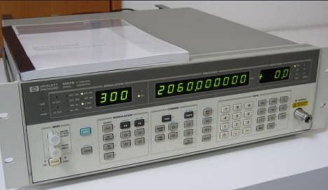 二手�F�惠普信�源HP 8656B信��l生器