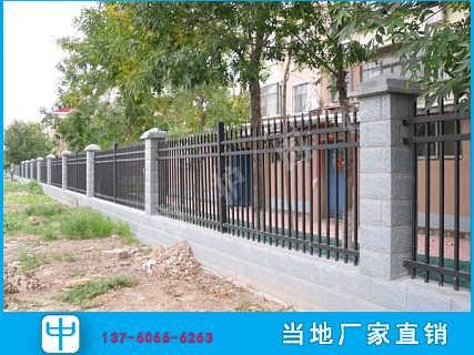 河源钢板网护栏图片 厂区防护网 徐闻围墙护栏定做-广东中护围栏工程有限公司-销售三部