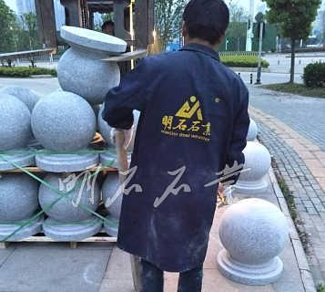 荆州挡路石球 广场隔离石球 荆州芝麻白石墩子-武汉明石石业有限公司