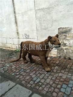 仿真雌狮-山东国威工艺品有限公司