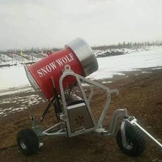 徐州滑雪场轻松造雪 诺泰克造雪机造雪条件-河南怀恩机械设备有限公司