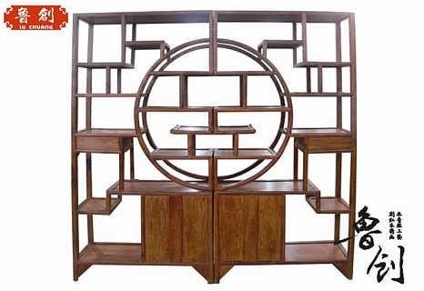 本厂木工技师依据家具设计图样,科学考虑榫铆的粗细紧密和力学平衡的