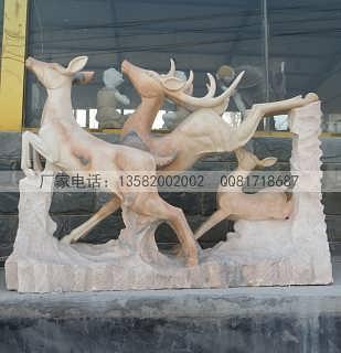 泥塑制作完成以后,开始选石料雕刻.一般雕刻工期在15天左右.