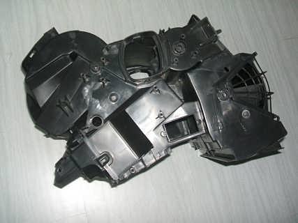 汽车发动机罩盖